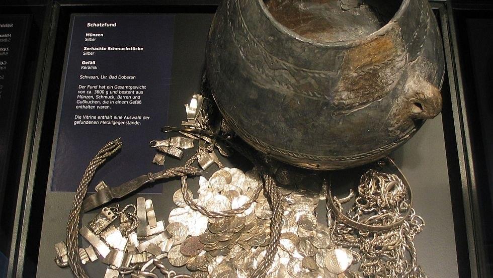 Blick in die Schatzkammer, © Landesamt für Kultur und Denkmalpflege Mecklenburg-Vorpommern, Landesarchäologie