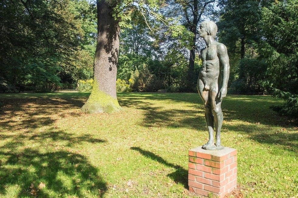 Bronzener Junge (Skulptur des Bildhauers Horst Brühmann), © Frank Burger