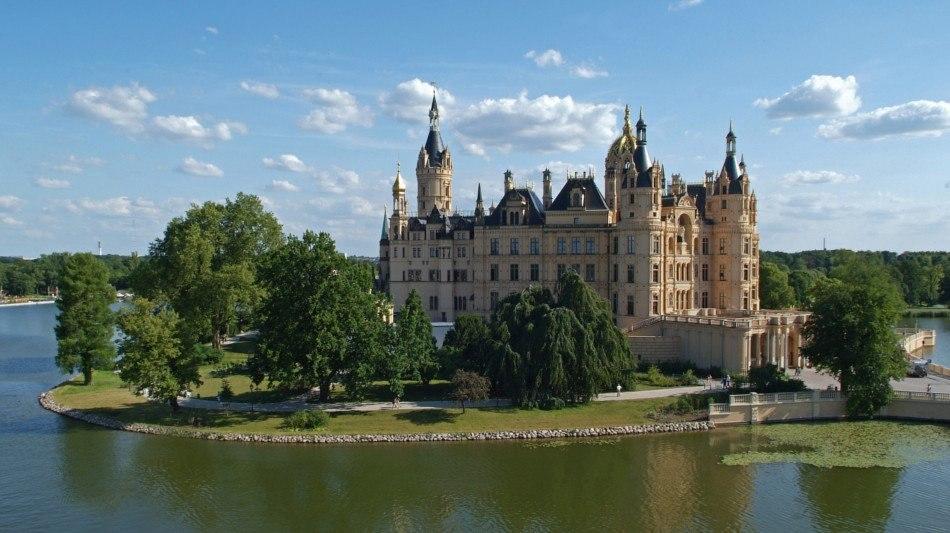 Blick auf das Schloss Schwerin auf der Schlossinsel im Schweriner See, © Foto: Gabriele Bröcker © Staatliches Museum Schwerin