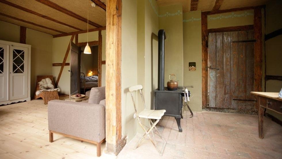 Die Ferienwohnung von innen - ein Blick in die Küche und Wohnstube, © Bauernkate Klein Thurow/Dressler