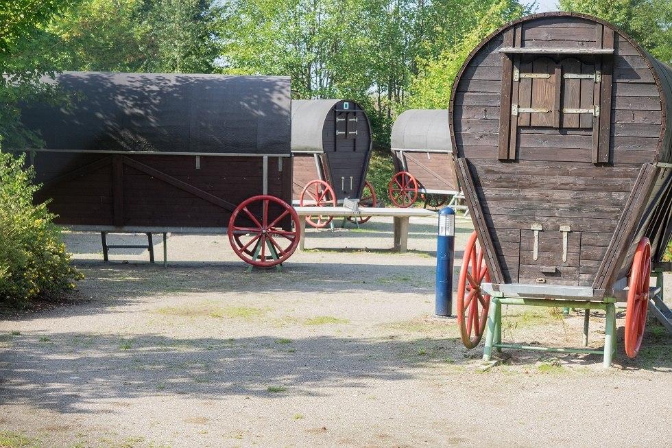 """Das Abenteuercamp """"Wagenburg an der Bauernscheune"""" ist für Aufenthalte von Kinder- und Jugendgruppen konzipiert, kann aber auch z. B. von Radwanderern genutzt werden., © Frank Burger"""